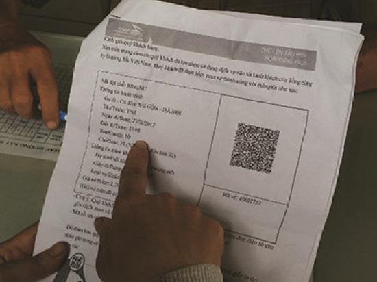 Hành khách đến ga Sài Gòn nhờ kiểm tra và phát hiện vé giả.