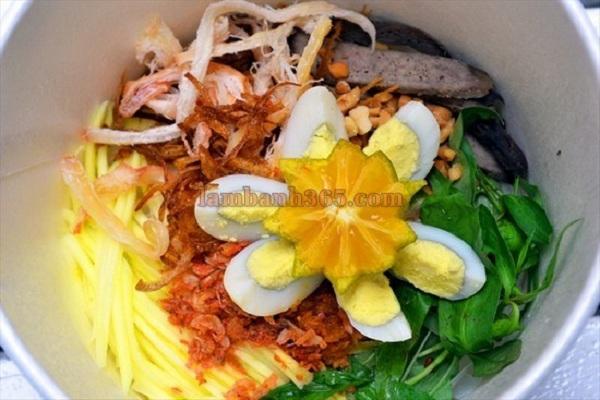 Bánh tráng trộn: Đây là một phát hiện về món ăn vặt mới tại thành phố Hồ Chí Minh. Về cơ bản đây chỉ là món trộn gồm vỏ bánh đa nem với những nguyên liệu như trứng cút, xoài xanh và ớt sa tế. Tuy chỉ là một món ăn vặt nhưng đây là món khá tỉ mỉ.