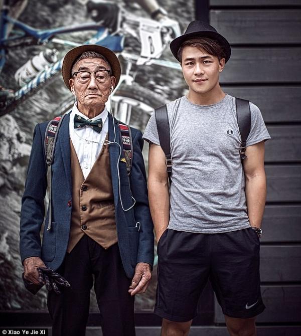 Người cháu trai của cụ ông 85 tuổi này là Ding Guoliang- một nhiếp ảnh gia chuyên nghiệp, anh cho rằng việc thực hiện bộ ảnh này để ông thấy mình luôn được quan tâm và không hề cô độc như những gì ông nghĩ.