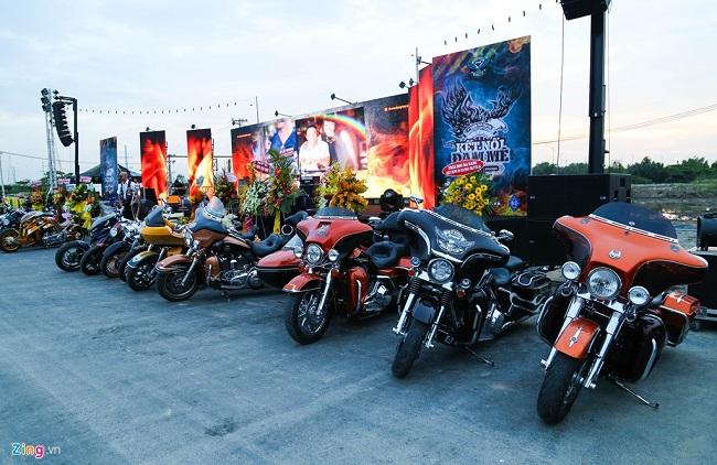 Những mẫu xe đắt tiền nhất của Harley-Davidson là dòng Touring được trưng gần sân khấu chính. Giá mỗi chiếc xe này thường trên 1 tỷ đồng, có những mẫu CVO trị giá lên tới gần 2 tỷ đồng.