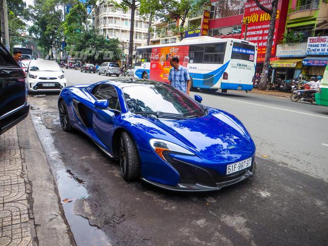 McLaren 650S Spider được phát triển dựa trên người anh 12C với khung sườn bằng chất liệu sợi carbon giúp trọng lượng của siêu xe này giảm xuống khoảng 1.370 kg. 650S Spider được xem như lai giữa siêu xe triệu đô P1 và 12C.