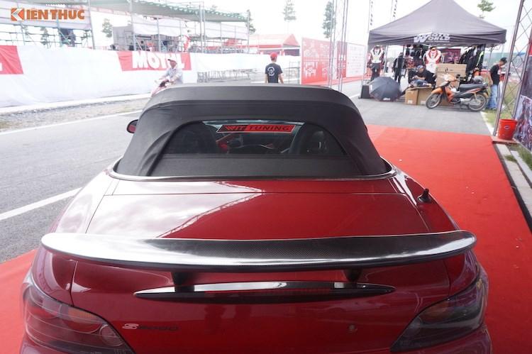 Được biết để có thể độ lại chiếc S2000 này, chủ xe đã phải bỏ ra số tiền hơn 30.000 USD (tương đương khoảng 700 triệu đồng).