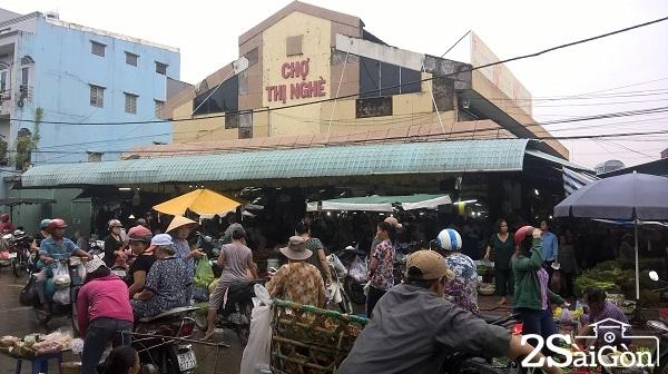 Chợ Thị Nghè nằm trên đường Phan Văn Hân, phường 19, quận Bình Thạnh
