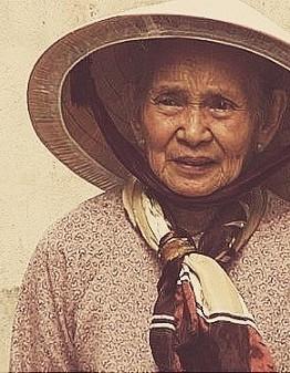"""Cụ Nguyễn Thị Hiếu (80 tuổi), thường được người dân gọi bằng cái tên thân thương """"má Sáu"""" ẢNH: HÀ NHÂN"""