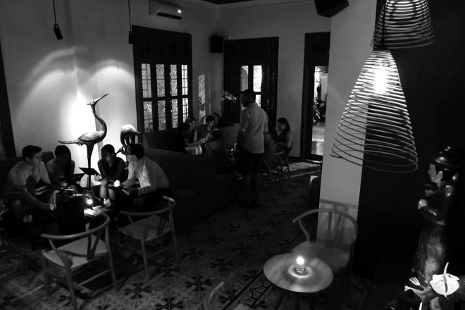 Nhà hàng Noir ẩn mình trong căn biệt thự Pháp cổ hẻm 178 Hai Bà Trưng, quận 1. Nơi đây hút thực khách TP.HCM và quốc tế với loại hình ăn trong bóng tối. Ảnh: Hải An.