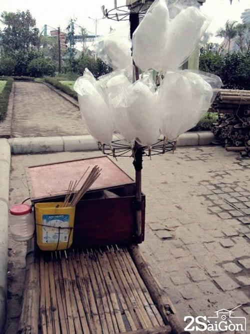 Vị ngọt mát của cây kẹo bông đường, và những cây kẹo tuổi thơ đã trở thành những hoài niệm tuyệt vời.