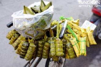 Bánh tét đi bán rong là thứ quà fast-food dễ thương của giới lao động bình dân Sài Gòn
