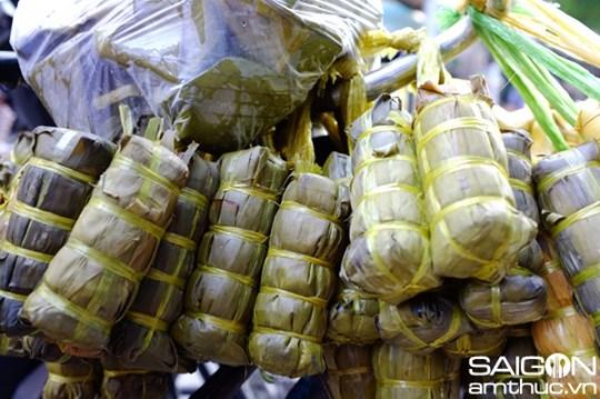 Người Sài Gòn dễ dàng mua bánh tét nên còn rất ít người muốn gói