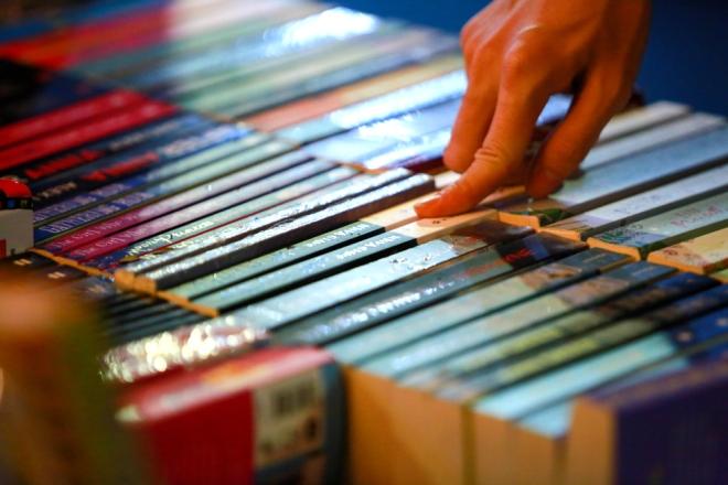 Các ấn phẩm ở Đường sách Đinh Dậu được bán giảm giá từ 20 % đến 25%.