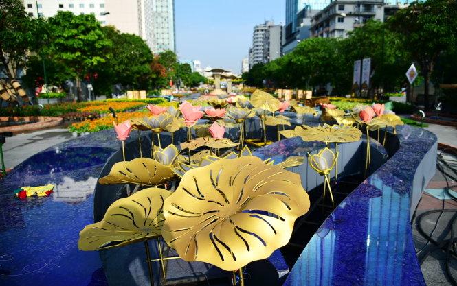 """Đài hoa sen tại phân đoạn """"Mùa xuân trên thành phố mang tên Bác"""" - Ảnh: HỮU THUẬN"""