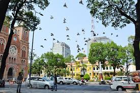 Sài Gòn vẫn bất chợt nắng, bất chợt mưa