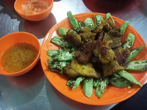 Cà ri dê của quán mang đậm văn hóa ẩm thực Ấn với miếng dê nhiều thịt, ít mỡ, tẩm ướp nhiều hương liệu và gia vị đặc trưng. Ảnh: Facebook Mây Nguyễn.