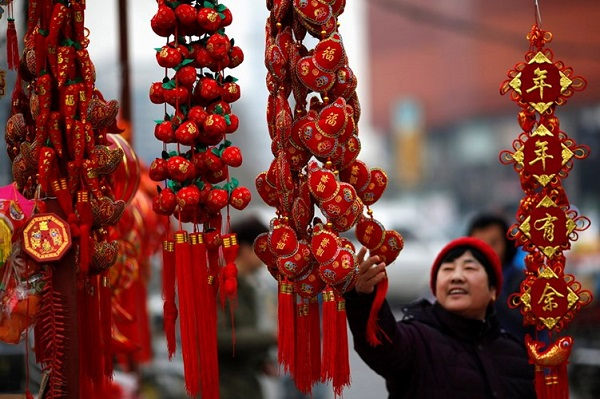 Văn minh Trung Hoa là khởi nguồn của ngày Tết Âm lịch Đông Á và Trung Quốc hiện tại là quốc gia còn ăn Tết Âm lịch lớn nhất thế giới. Theo truyền thống, vào dịp Tết người dân Trung Quốc thường trang trí nhà bằng cách treo những câu đối đỏ, đèn lồng đỏ dán giấy đỏ và đốt pháo để xua đuổi tà ma và mong muốn có một cái Tết vui vẻ, một năm mới an lành.