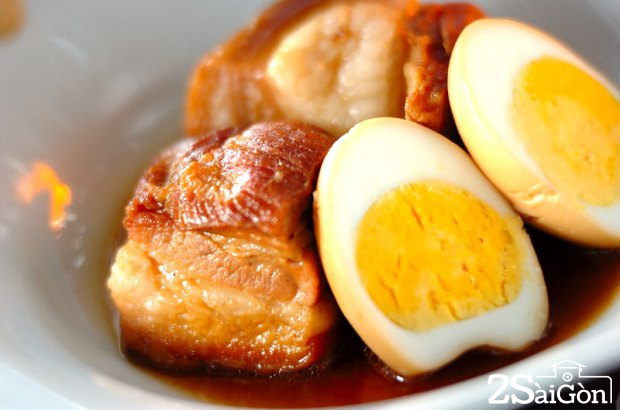 Thịt kho rệu còn có tên gọi thịt kho hột vịt hay thịt kho