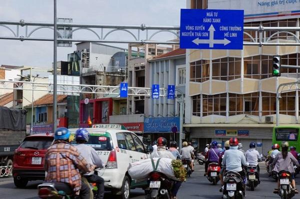 Bảng chỉ dẫn giao thông ở ngã tư Phú Nhuận - Ảnh: NGUYỄN CÔNG THÀNH