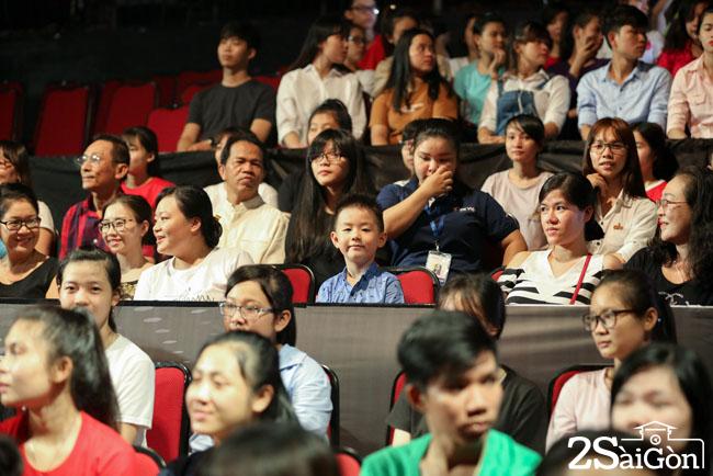 1. Be Ca Phao di ung ho Le Phuong va Trung Kien (2)