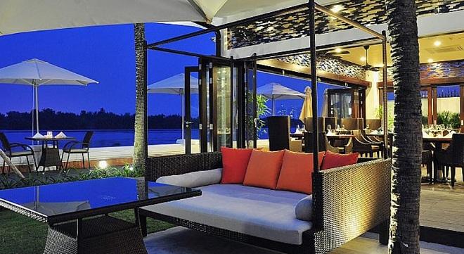 Lấy cảm hứng từ kiến trúc boutique của Pháp thời thuộc địa Villa Song Saigon khá trang nhã, cổ điển.