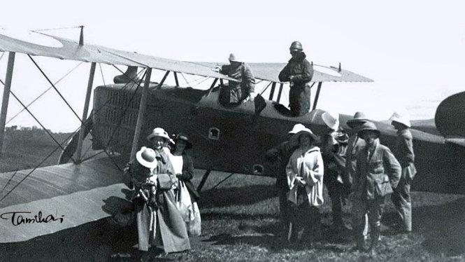 Máy bay Pháp hạ cánh xuống Sài Gòn năm 1925 - Ảnh tư liệu - Tam Thái sưu tầm