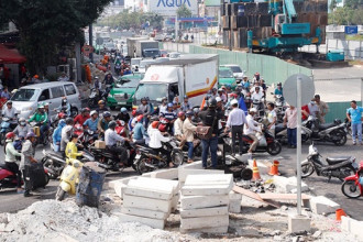 Tình trạng ùn ứ tại khu vực sân bay Tân Sơn Nhất (Q.Tân Bình) vào sáng 25.2