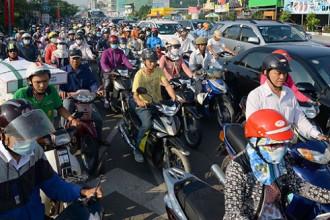 Ùn tắc trên đường Nguyễn Hữu Thọ, Q.7, TP.HCM. Ảnh: Gia Khiêm