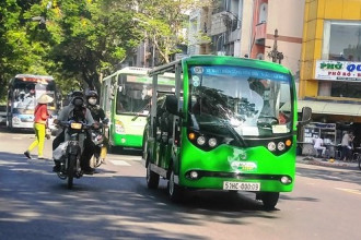 Xe buýt điện hoạt động ở trung tâm Sài Gòn