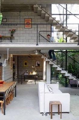 Xu hướng xây nhà cấp 4 có gác lửng đang ngày càng phổ biến nhằm tiết kiệm diện tích. Tuy nhiên làm thế nào để thiết kế nội thất phù hợp nhất cho mẫu nhà này cũng là nỗi băn khoăn của nhiều người. Ảnh: Kientrucsuvietnam.