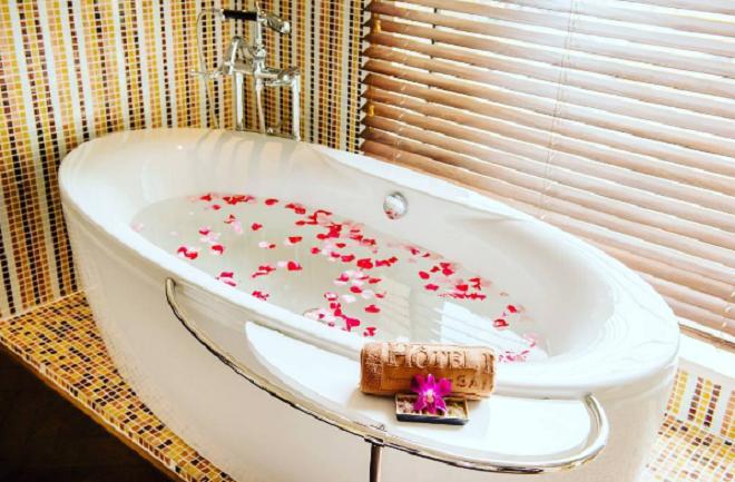 Hotel Des Arts Saigon gồm 168 phòng nghỉ và phòng suites sang trọng được trang bị đầy đủ nhiều tiện ích hiện đại.