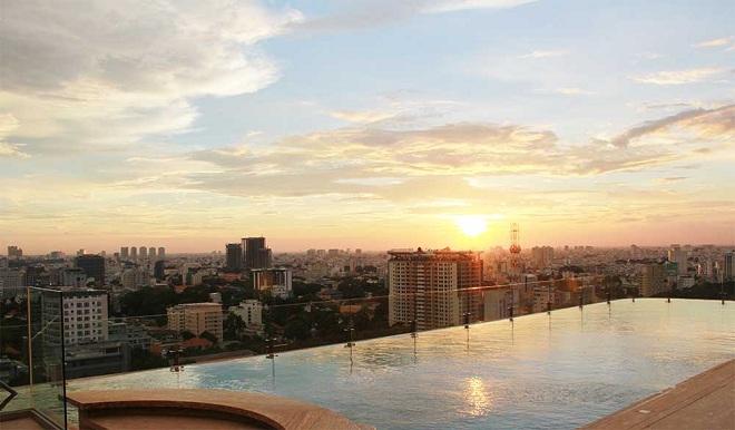 Tuy nhiên hồ bơi chỉ mở cửa cho khách lưu trú tại khách sạn sử dụng, không bán vé bơi cho khách ngoài khách sạn.