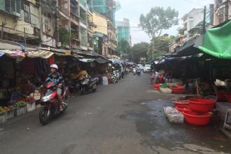Chợ Tôn Thất Đạm nằm toàn bộ trên đường Tôn Thất Đạm, phường Bến Nghé, quận 1. Chợ có 212 hộ, sạp đang kinh doanh. Ảnh: Vũ Yến