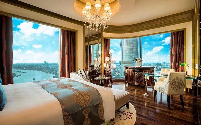 Khách sạn có hệ thống 224 phòng nghỉ diện tích từ 43-53m² và 62 suite diện tích lớn từ 63-313m². Giá khách sạn hiện từ 450-15.000 USD một đêm.