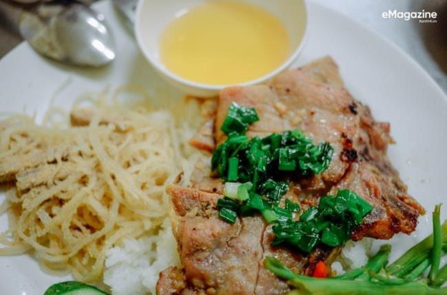 Người Sài Gòn ăn cơm tấm vào bất cứ lúc nào trong ngày.