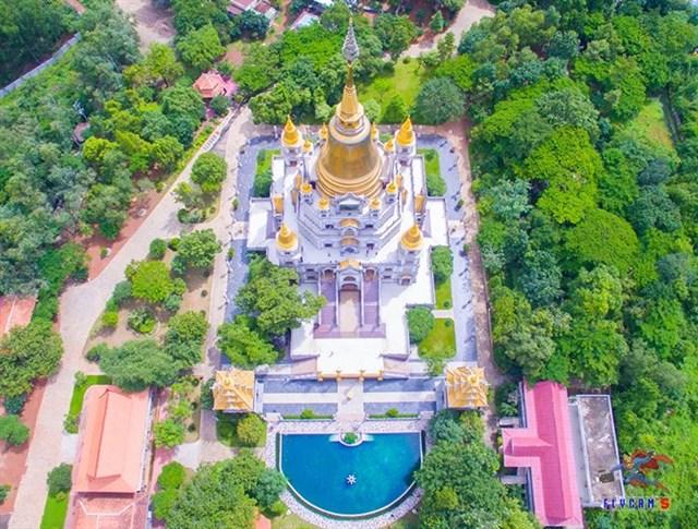 Chùa Bửu Long đã trở thành địa điểm linh thiêng không chỉ người Thành phố mà còn ở nhiều tỉnh khác tìm về.