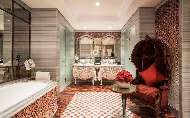 Nội thất được trang trí thời thượng theo phong cách Italy, tạo nét cổ điển như đang lạc trong cung điện Châu Âu nguy nga, tráng lệ.