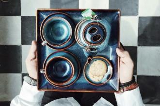Thật thích hợp để ghé The Vintage Emporium dùng bữa trưa một sáng dậy muộn, để tập trung làm việc không lo đói bụng, một nơi để thử trà chiều hay một nơi để quan sát những con người khác nhau từ những vùng đất khác nhau.