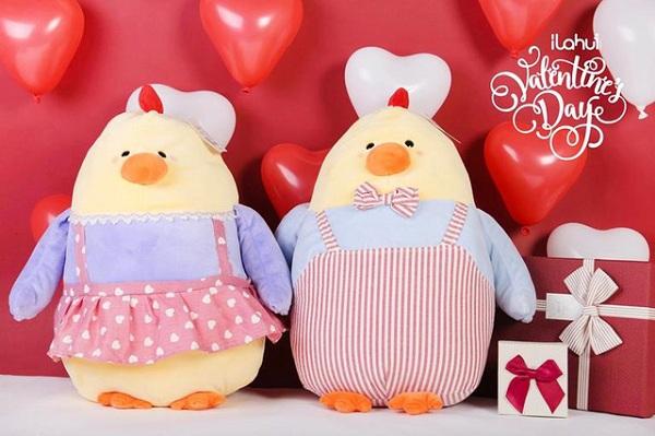 Gấu bông, gà bông, lợn bông… các anh chàng nhất thiết phải một lần tặng thú bông cho bạn gái của mình nhé.
