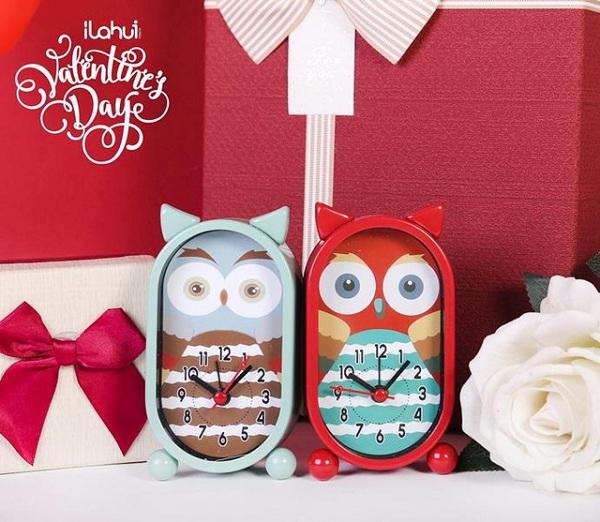Cặp đồng hồ cú mèo này thì sao? Món quà sẽ nhắc cả hai nhớ đến khoảng thời gian yêu nhau, trân trọng những phút giây trôi qua và yêu thêm những tháng ngày phía trước…