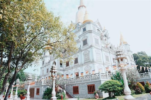 """Đặc biệt, chùa Bửu Long là ngôi chùa duy nhất không """"nhang khói""""."""