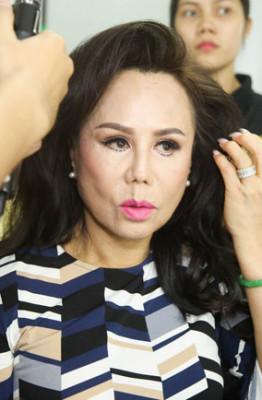 9. Danh ca Thanh Tuyen makeup truoc khi len sk (1)