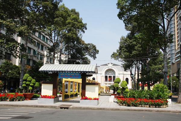 Hàng cây xanh mướt từng phủ xanh một góc Sài Gòn hoa lệ của ngày nào