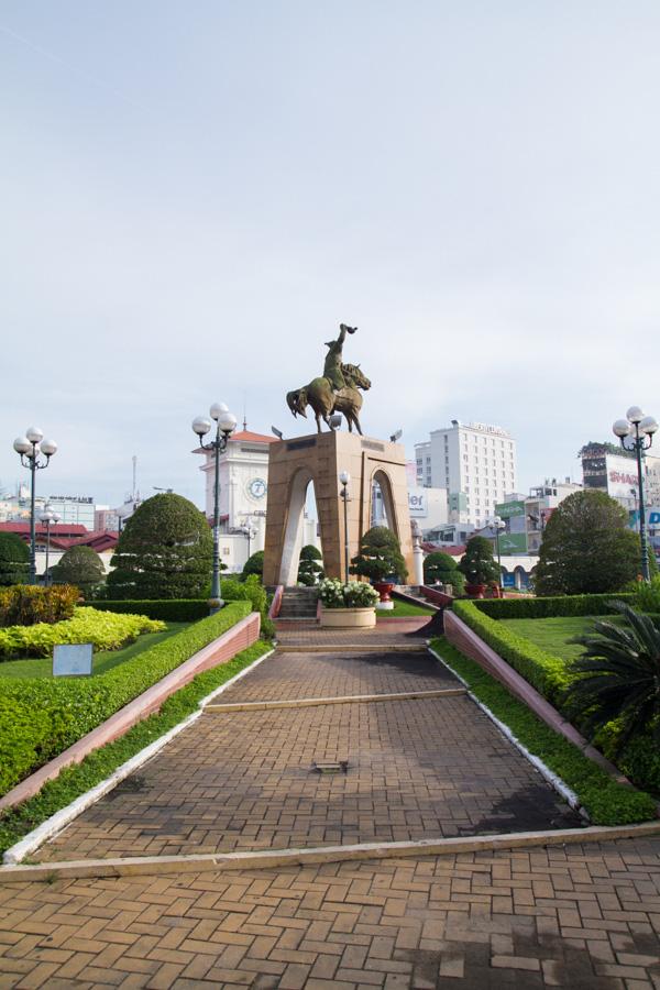 Tượng đài Trần Nguyên Hãn đã trở thành hình ảnh quen thuộc của người dân Sài Gòn.