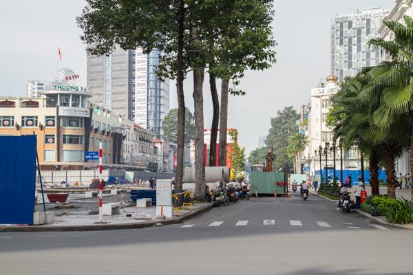 Góc nhà hát Thành Phố mát mẻ trở nên trống trải hẳn