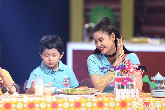 Truong Quynh ANh va con trai