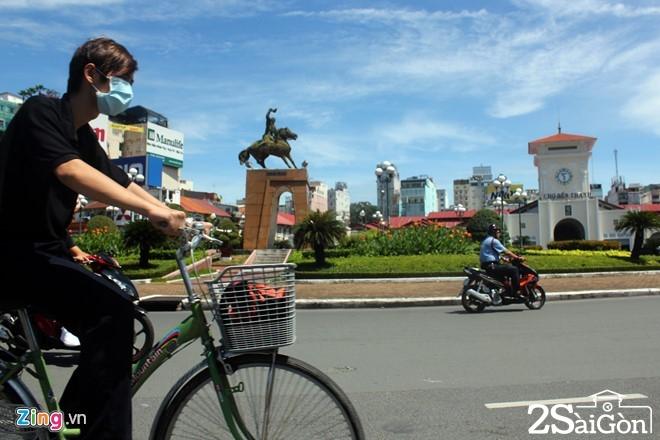 Vòng xoay Quách Thị Trang trước chợ Bến Thành sẽ được phá bỏ để thi công nhà ga ngầm metro tuyến số 1. Ảnh: L.Q.