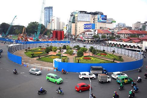 Vòng xoay Quách Thị Trang đang được phá dỡ để xây dựng nhà ga ngầm ẢNH: NGỌC DƯƠNG