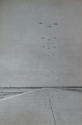 thay £nh vi nhét: Ùi bay biÃu diÅn trong ngày khánh thành °Ýng bng h¡ng A nm 1962. ¢nh t° liÇu