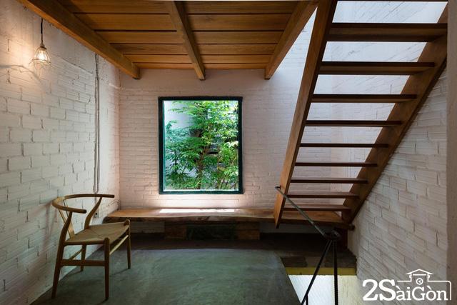 Mỗi ô cửa sổ đều được KTS trổ mở rất hợp lý: đóng khung 1 quang cảnh, hoặc 1 khóm xanh nào đó