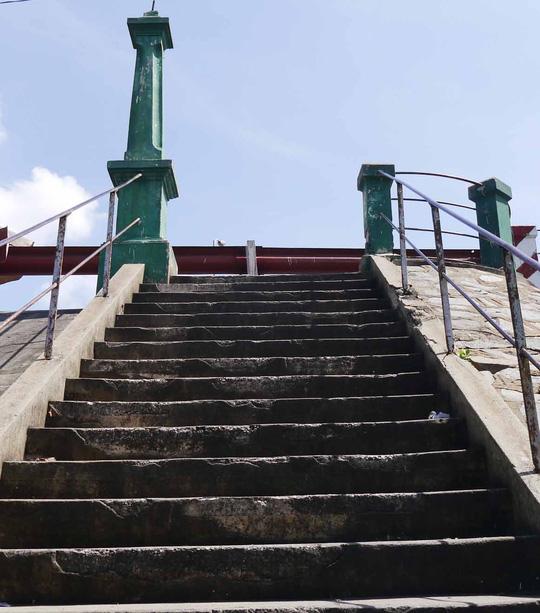 """Cây cầu thang dưới mang cầu Nhị Thiên Đường cũng đã từng """"nuôi dưỡng"""" ước mơ thầm kín"""