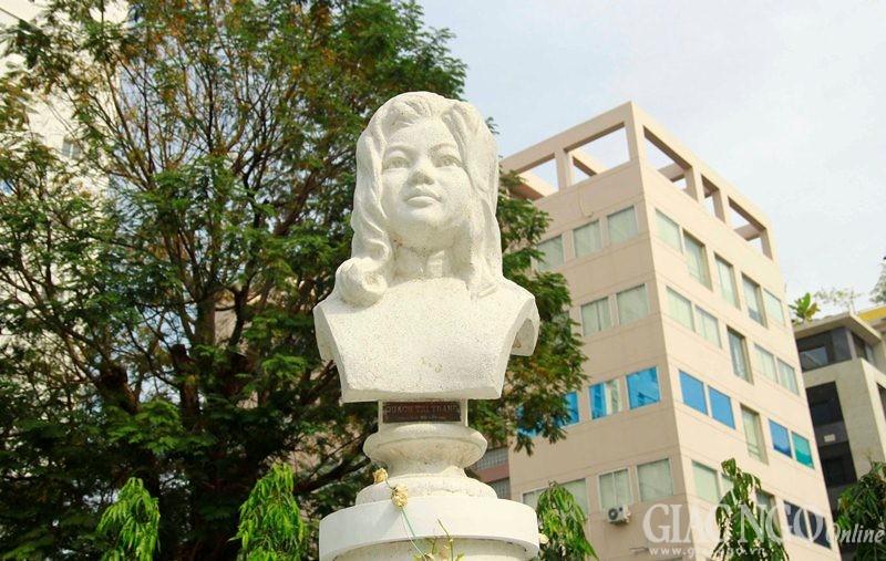 Từ cuối năm 2014, tượng Quách Thị Trang được dời về công viên Bách tùng Diệp