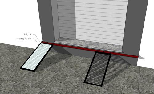 Khi cần sử dụng, chủ nhà sẽ tháo chốt cài, kéo hai tấm thép vào giữa cửa.