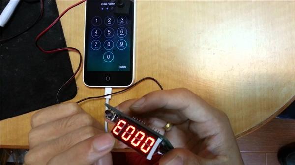 Đây là thiết bị giúp các kĩ thuật viên giảm tải việc xử lí các trường hợp iPhone quên mật khẩu.